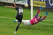 Teplice se chystají dohrát poslední dva zápasy sezony. Jejich brankář Tomáš Grigar se snaží zasáhnout v zápase proti Českým Budějovicím.