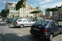 Parkoviště na náměstí Svobody v Teplicích.