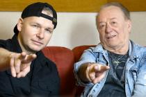 Hostem talkshow Ježkovy voči byl lídr kapely Olympic Janda.