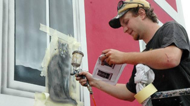 Na stěně domu vzniklo umělecké dílo