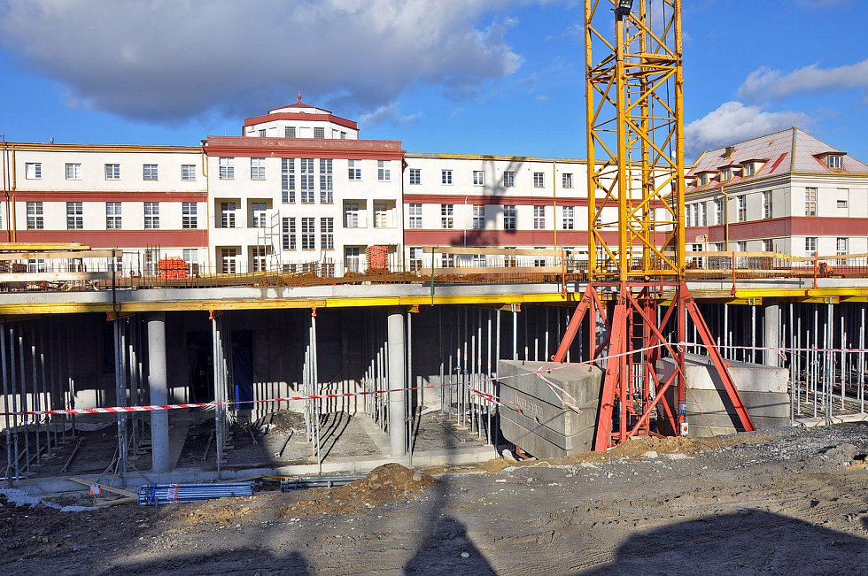 Stavba pavilonu s operačními sály v teplické nemocnici.