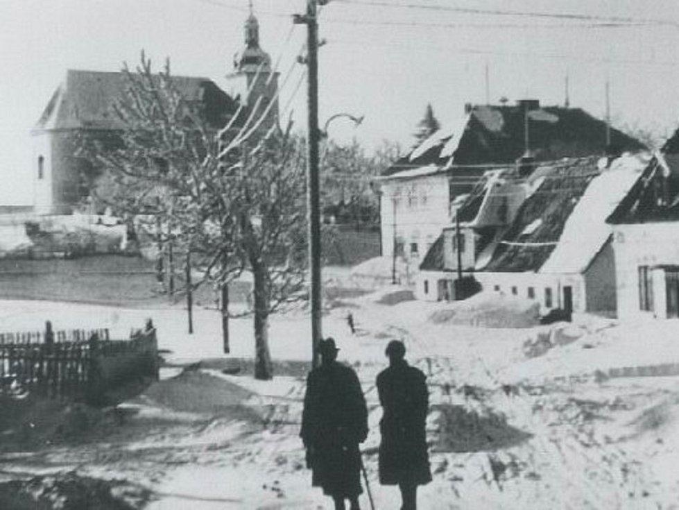 Zima v Krušných horách na archivních pohledech a fotografiích. Zaniklá obec Habartice.