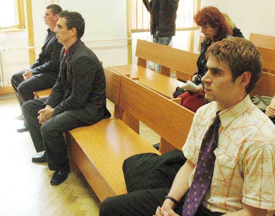 Trojice mužů obviněných ze znásilnění.