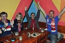 Někde točili fanouškům pivo zdarma, jinde zlevnili na hokej frťany