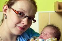Mamince Monice Němcové z Teplic se 30. října v 1.00 hod. v teplické porodnici narodila dcera Nikola Kopecká. Měřila 49 cm a vážila 3,50 kg.