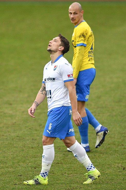 Utkání 21. kola první fotbalové ligy: FC Baník Ostrava – FK Teplice, 27 února 2021 v Ostravě. (zleva) Adam Jánoš z Ostravy a Tomáš Kučera z Teplic.
