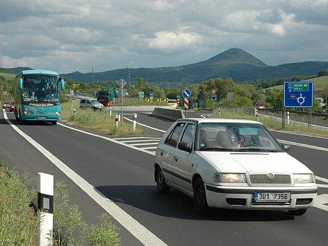 Kruhový objezd u Bystřan.