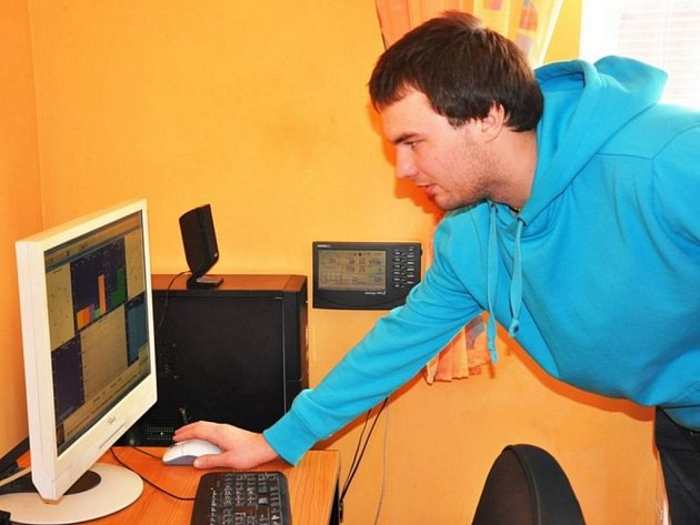 Amatérský meteorolog Jan Pícha ze Střelné v Košťanech sleduje vítr, srážky i rosný bod.