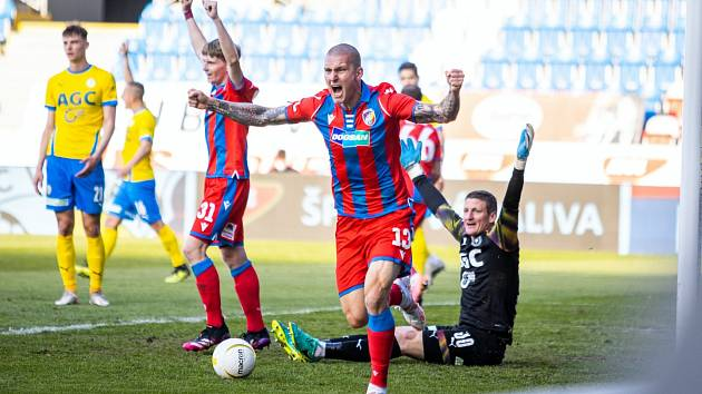 Zdeněk Ondrášek se raduje z jediného plzeňského gólu.