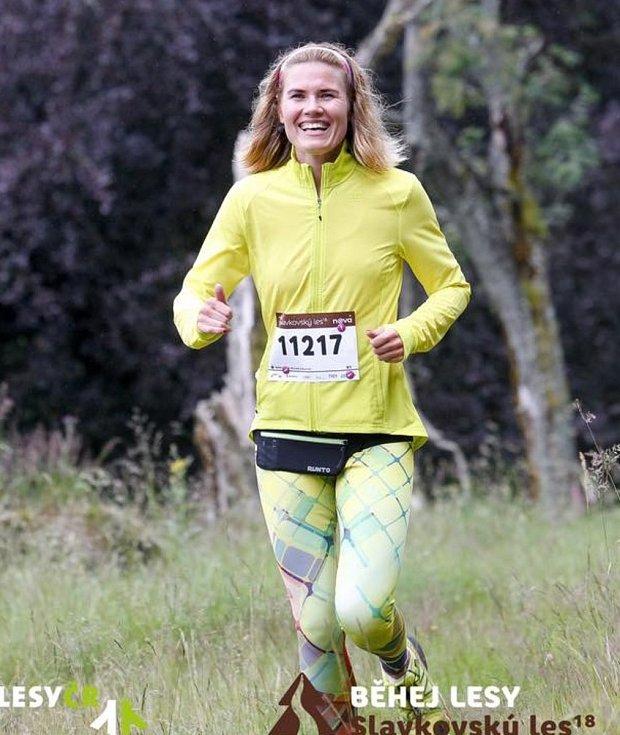 Zlata Biedermannová při běhu.