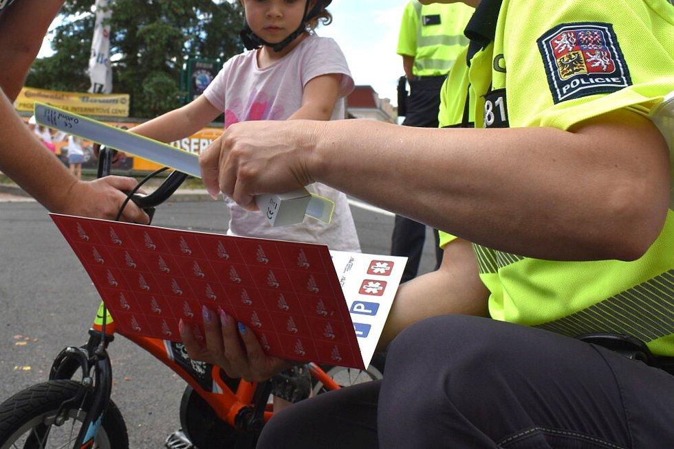 Preventivní policejní akce zaměřená na správné vybavení kola se konala 30. června v Újezdečku.