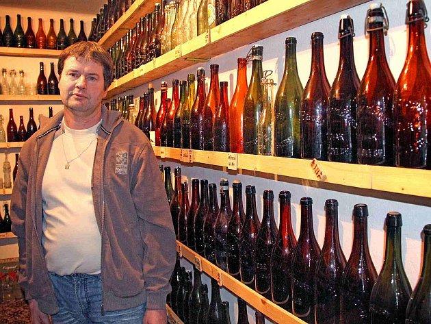Stanislav Poisl se ke sbírání historických pivních lahví dostal úplnou náhodou.