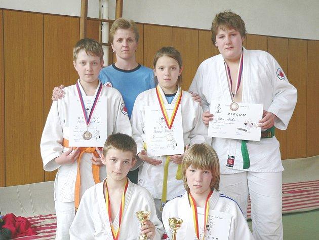 Výprava poběžovických judistů na turnaji v Blatné.