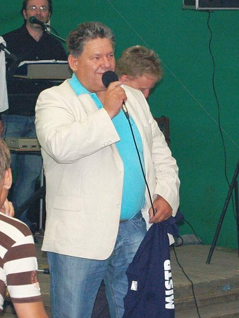 Jaroslav Ticháček při oslavách postupu Jiskry do divize