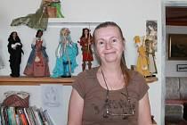 Ludmila Rosenbaumová se věnuje šití a dalším ručním pracím.