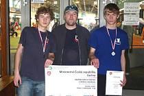 MLADÍ ATLETI AC DOMAŽLICE Martin Pivoňka a Lukáš Svatoš, svěřenci trenéra Jiřího Becka, uspěli na halovém Mistrovství ČR v Jablonci nad Nisou a vybojovali stříbrnou a bronzovou medaili.