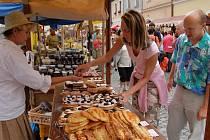 Dobroty, keramika, hračky, ale i koření, medovina a další lákadla jsou každoročně o Anenské pouti nabízeny na Staročeském jarmarku.