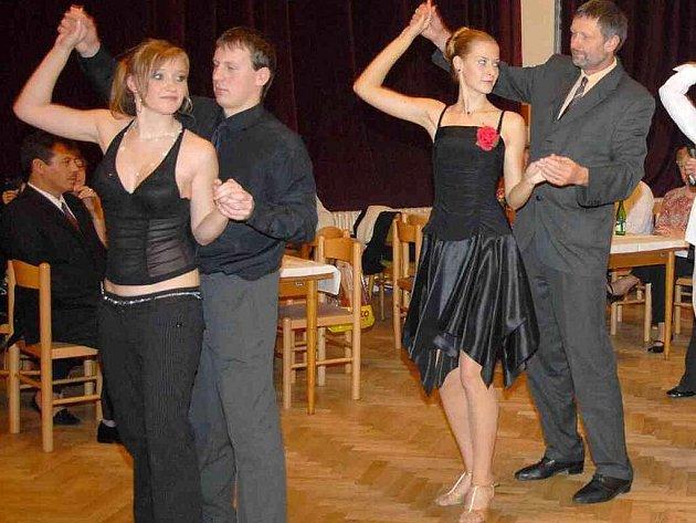 Tanečníci v Holýšově už mají za sebou druhou prodlouženou. Foto: Miroslav Dolejš