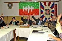 KLENEČSKÉ ZASTUPITELSTVO ODHLASOVALO PŮJČKU. Svazek obcí Domažlicko tak městys Klenčí podržel a zabránil dalším zbytečným finančním výdajům členských obcí.