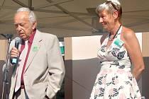 DVA ŘEDITELÉ. Na pódiu se setkali Blahoslav Jára (řediteloval mezi lety 1960-70) a Věra Prantlová (je ředitelkou od roku 2009).