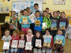 Všerubští školáci pomáhají četbou.