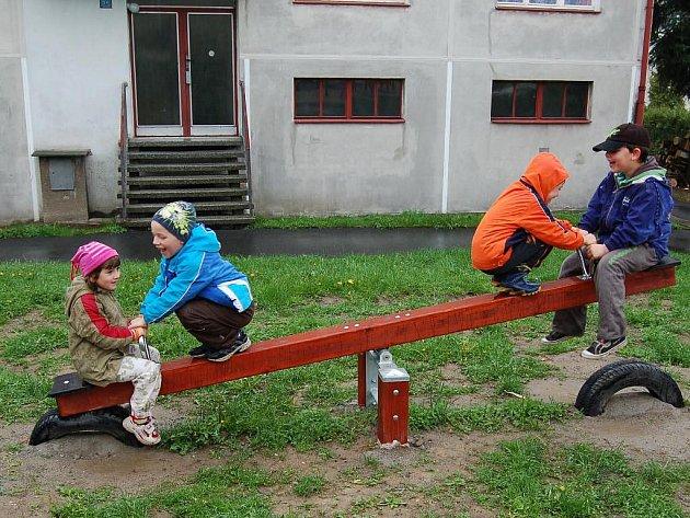 V loňském roce se dočkaly dvou nových hřišť bělské děti. Letos by po skončení stavebních prací mohli být s renovovanými městskými domy spokojení i dospělí.