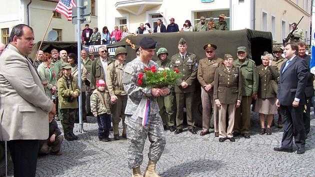 Bělští každoročně uctívají památku vojáků, kteří padli při osvobozování města.