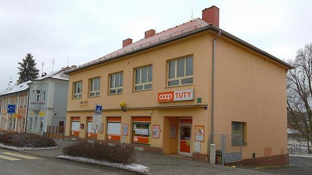 Prodejna ZKD na náměstí v Bělé nad Radbuzou má v posledních týdnech omezený provoz.
