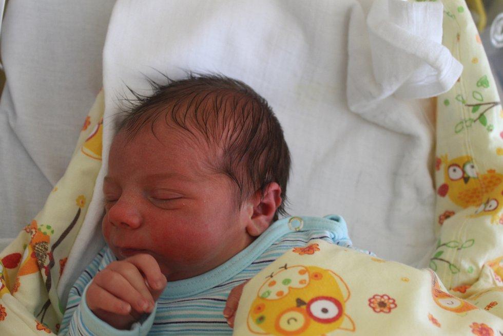 CHRISTIAN HRUŠKA ze Zahořan (3440 g a 50 cm) se narodil 15. května mamince Kateřině a tatínkovi Jakubovi.