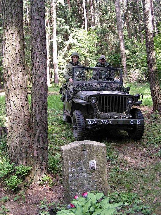 Stopy války, to je zážitek, který zprostředkovává majitel jeepu Ibrahim Amar z Domažlic.