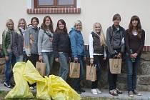 Dívky Šumavy sbíraly odpadky