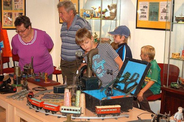 Výstava hraček z I. republiky v Holýšově
