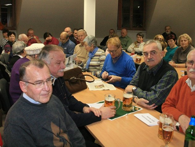 VÝROČNÍ SETKÁNÍ. Na valné hromadě KČT se sešli členové i hosté domažlického odboru Klubu českých turistů.