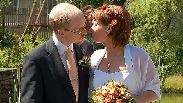 První svatbu v poválečné historii obce zažila uplynulou sobotu kaple ve Vranově. Terezu Zemkovou a Miloše Lišku oddal poběžovický starosta Hynek Říha