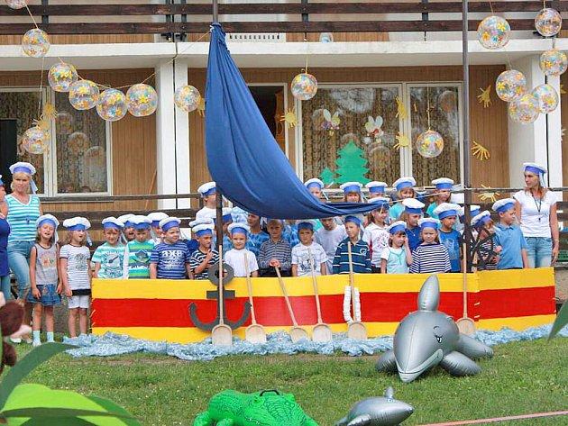 Jako námořníci odpluli horšovskotýnští předškoláci do neznámých vod základní školy.