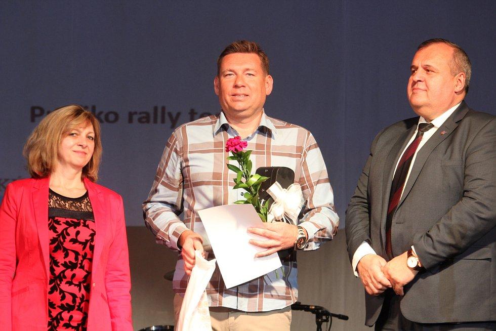 Dospělí - jednotlivci: devátý rallyový jezdec Karel Trněný (uprostřed).