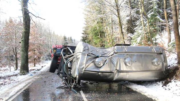 U Lískové havaroval kamion.