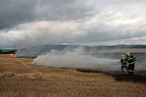 Požár strniště v Třebnicích.