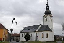 Ani v kostele sv. Jakuba ve Staňkově se opilci nerozpakovali popíjet veřejně alkohol.