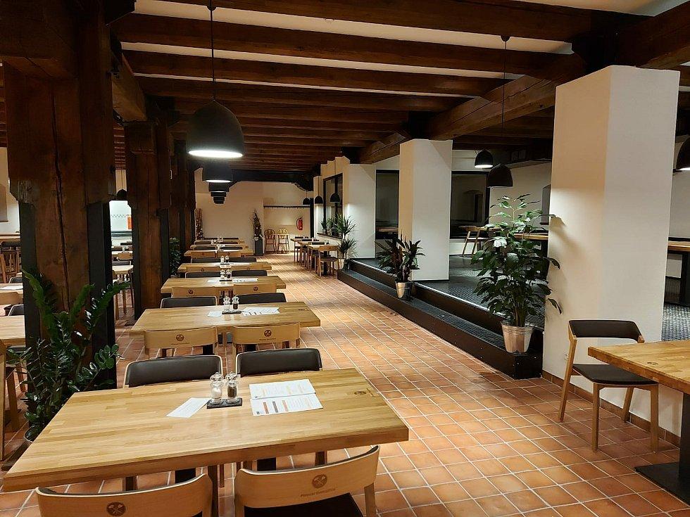 Prostory restaurace v domažlickém pivovaru.