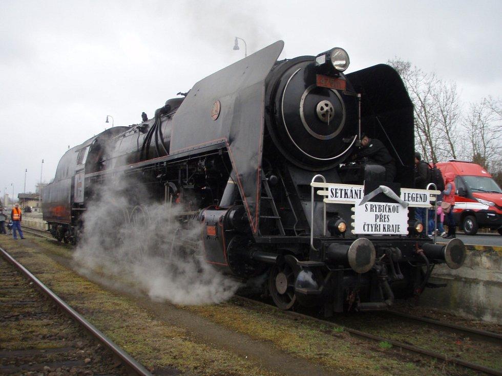 Parní lokomotiva Šlechtična při jízdě Setkání legend na Domažlicku.