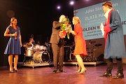 Ze zahájení festivalu. John Stevenson, americký režisér, obdržel Zlatou rafičku.