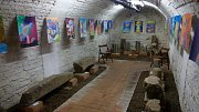 Mladí výtvarníci vystavují v lapidáriu Chodského hradu