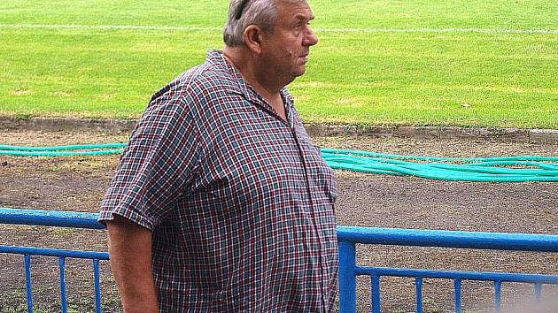Prezident fotbalového oddílu Sokola Ovčáry Stanislav Ondrák  sledoval Jiskru v Králově Dvoře.