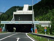 Řada našinců míří na dovolenou do Chorvatska. Pro některé dovolenkáře obávaný tunel, před nímž už mnohdy zažili nepěkné čekání. Je lhostejné, zda je to při cestě tam či zpět.