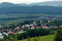 Pohled na Klenčí z dílské obecní vyhlídky.
