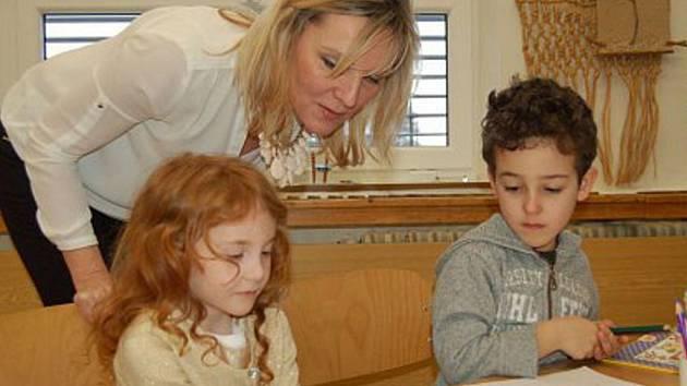 Sofie a Oliver Ibrahimovi z Domažlic půjdou v září poprvé do školy.