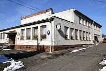 Obecní úřad v Luženičkách se stal terčem zloděje.