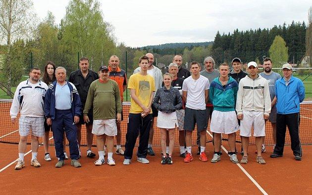 Účastníci 7. ročníku Novák Cup na kurtech v Babylonu.