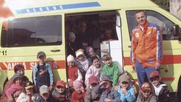 Děti z MŠ Luženice strávily den s domažlickými záchranáři